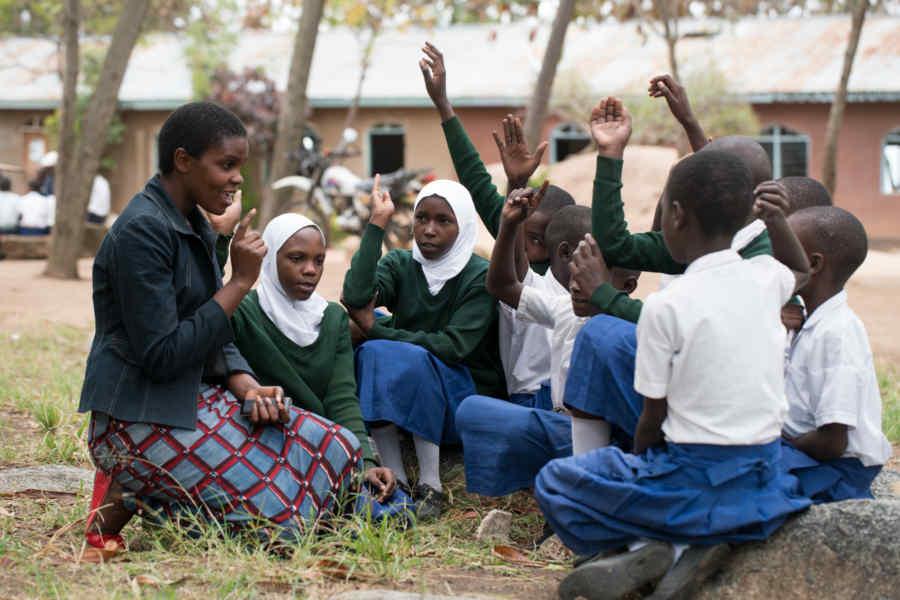 schools-group-outdoors